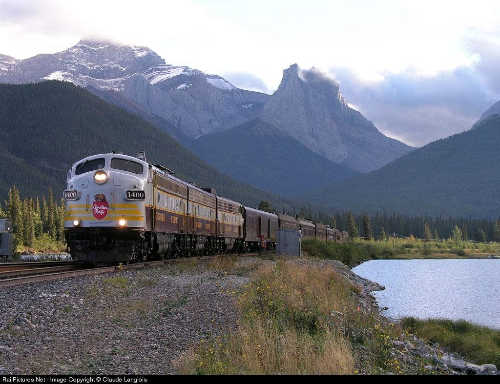 http://www.railpictures.net/images/d1/0/5/1/5051.1064417340.jpg