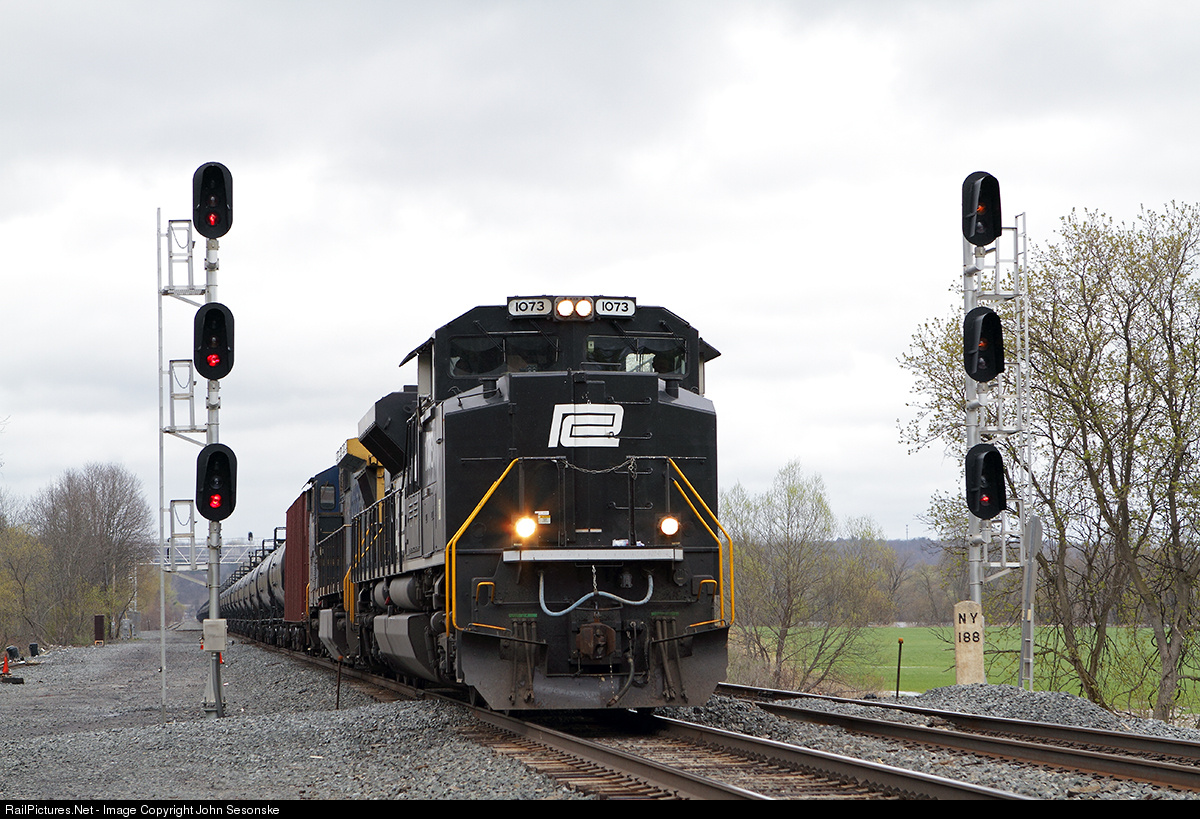 http://www.railpictures.net/viewphoto.php?id=480868&nseq=668