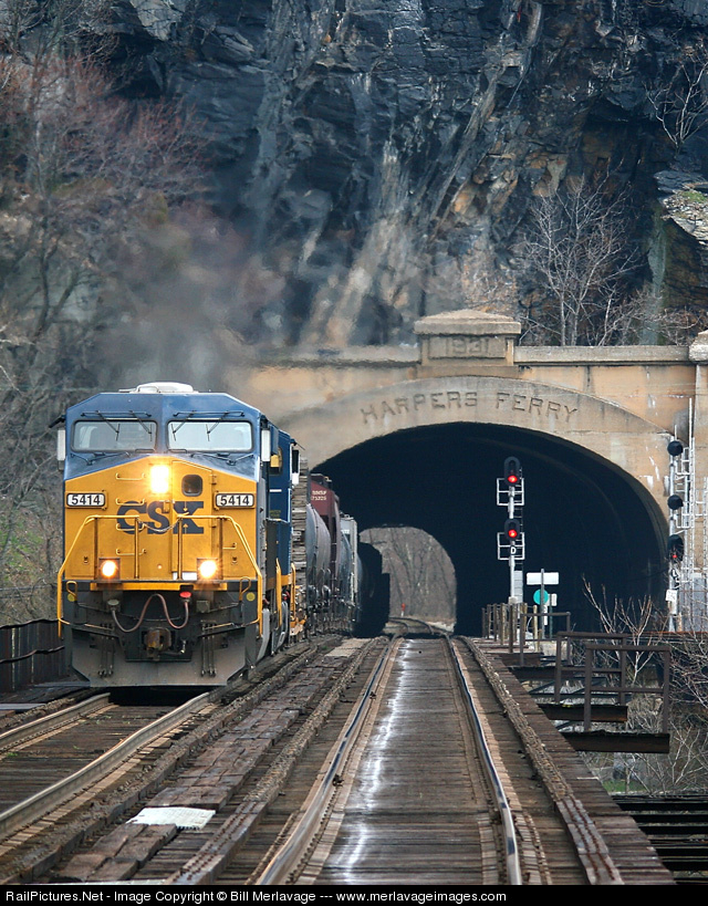 http://www.railpictures.net/images/d1/2/2/9/3229.1205701200.jpg