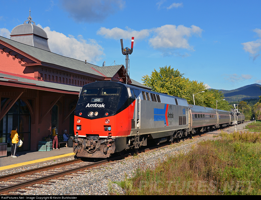 A guide to train travel in the USA using Amtrak trains, including coast to coast from New York, Boston or Washington to Chicago, Los Angeles, Seattle & San Francisco.