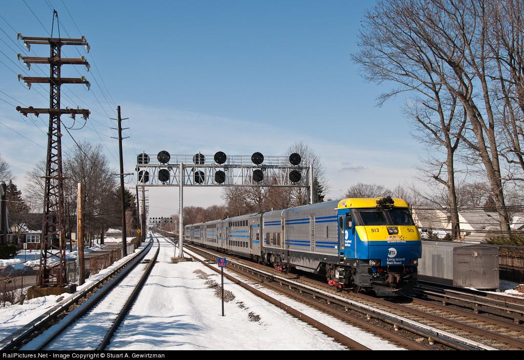 http://www.railpictures.net/images/d1/3/5/1/4351.1266888809.jpg
