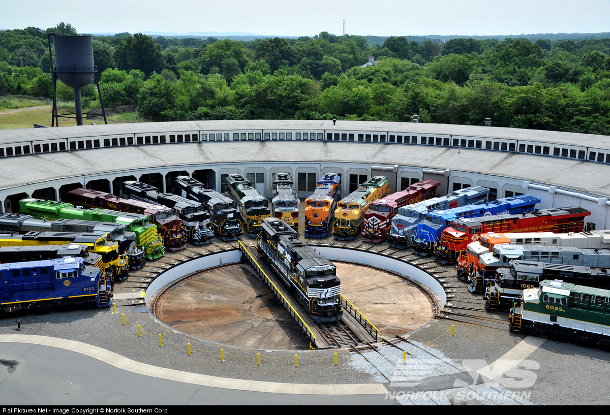 Train turntable at the Transportation Museum in Spencer, North Carolina, USA [1200×817] [OS]