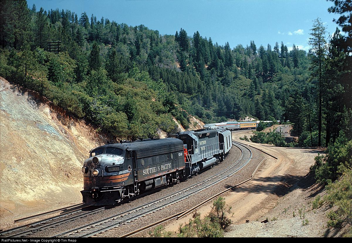 http://www.railpictures.net/images/d1/5/7/4/3574.1341075496.jpg