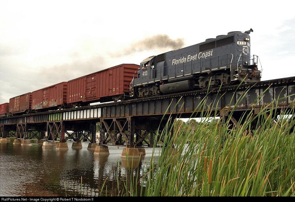 Train kills 3 teen girls crossing Florida bridge - Trains