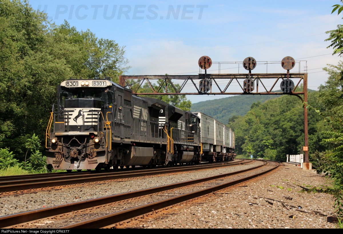 http://www.railpictures.net/viewphoto.php?id=543598&nseq=2836