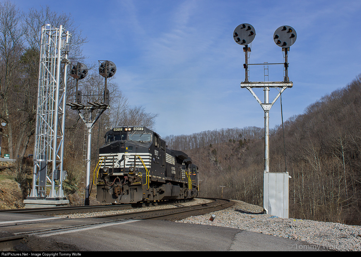http://www.railpictures.net/viewphoto.php?id=522902&nseq=499