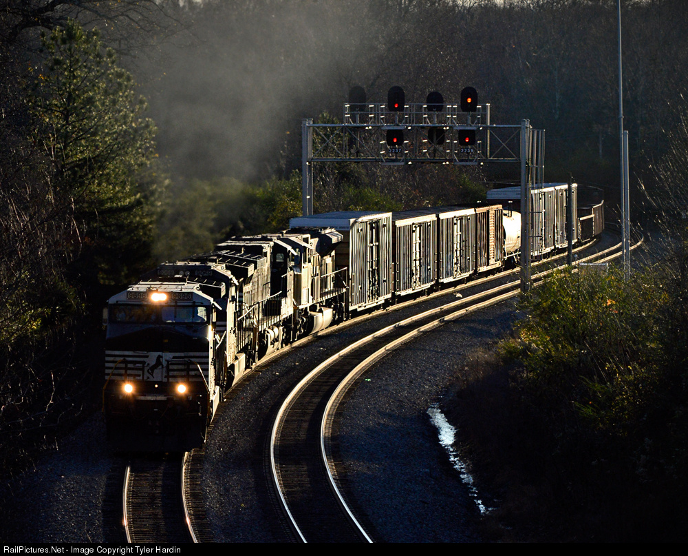 http://www.railpictures.net/viewphoto.php?id=554599&nseq=1956