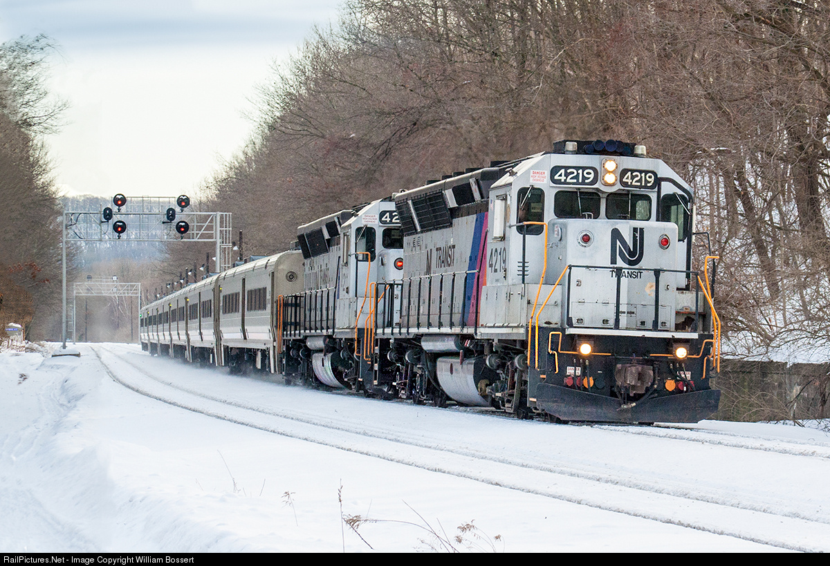 http://www.railpictures.net/viewphoto.php?id=520081&nseq=418